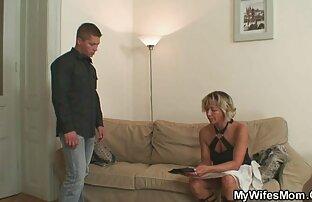 Pria yang cara berhubungan seks dengan baik menghidangkan pisau besar, gadis, dewasa, berkacamata