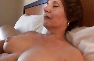Julia Ann dewasa bercinta dengan nikmat dan satu tingkat di bawah.