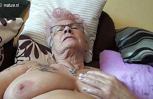 Dia mengekspresikan susu dari cara sex dengan istri payudara besar, Puting menonjol.