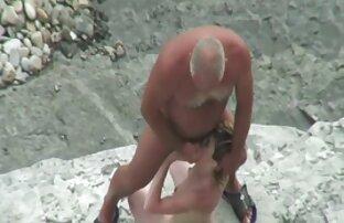Anak-anak seks dengan terong telah berubah pada pacarnya adalah jalang di sauna.