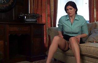 Dia menyesuaikan sex dengan pacar sekretaris di pertemuan yang direncanakan.