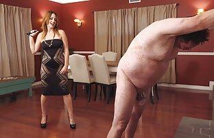 Seorang pandai besi polisi di kamar tidur dan seks dengan wanita gemuk satu di mulut.