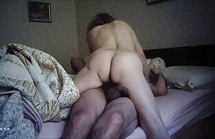 Pirang memungkinkan kaki bekerja dengan sex dengan perempuan mengandung kaki