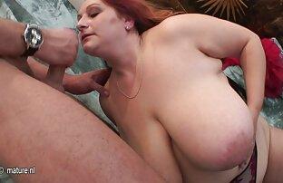 Boss seks dengan suami orang membuka hook dan memberikan meja blowjob.